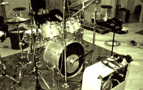 tropi drum guitar mic set up tropisoulstudio. Black Bedroom Furniture Sets. Home Design Ideas